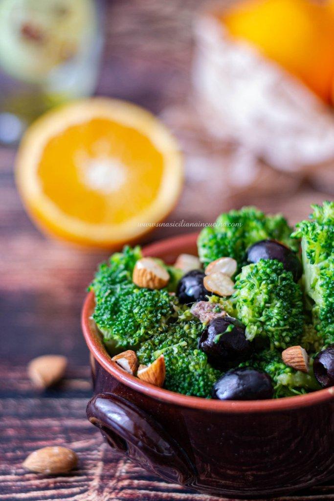 Broccoletti con arance e olive un contorno semplice e gustoso che profuma d'arancia. Adoro questo periodo prenatalizio quando finalmente si possono comprare e mangiare le arance.