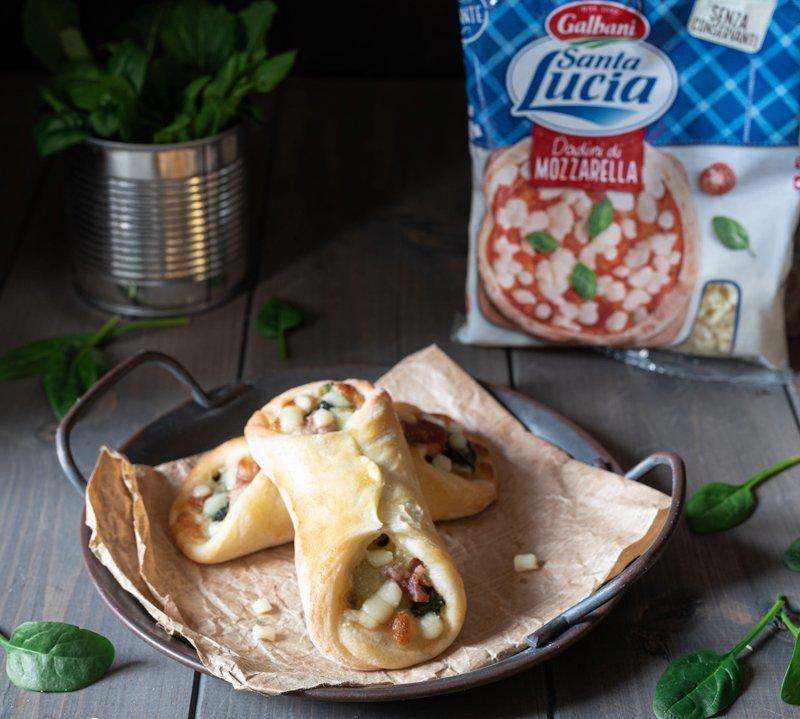 Cartocciate spinaci salsiccia e mozzarella