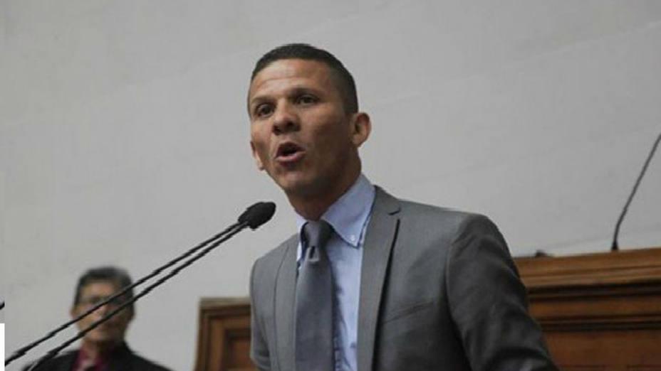 Diputado Gilber Caro comenzó huelga de hambre por demoras en su caso