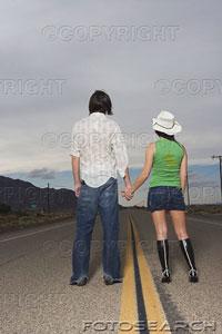 espalda-vista-pareja-posicion-medio-camino-bxp197277