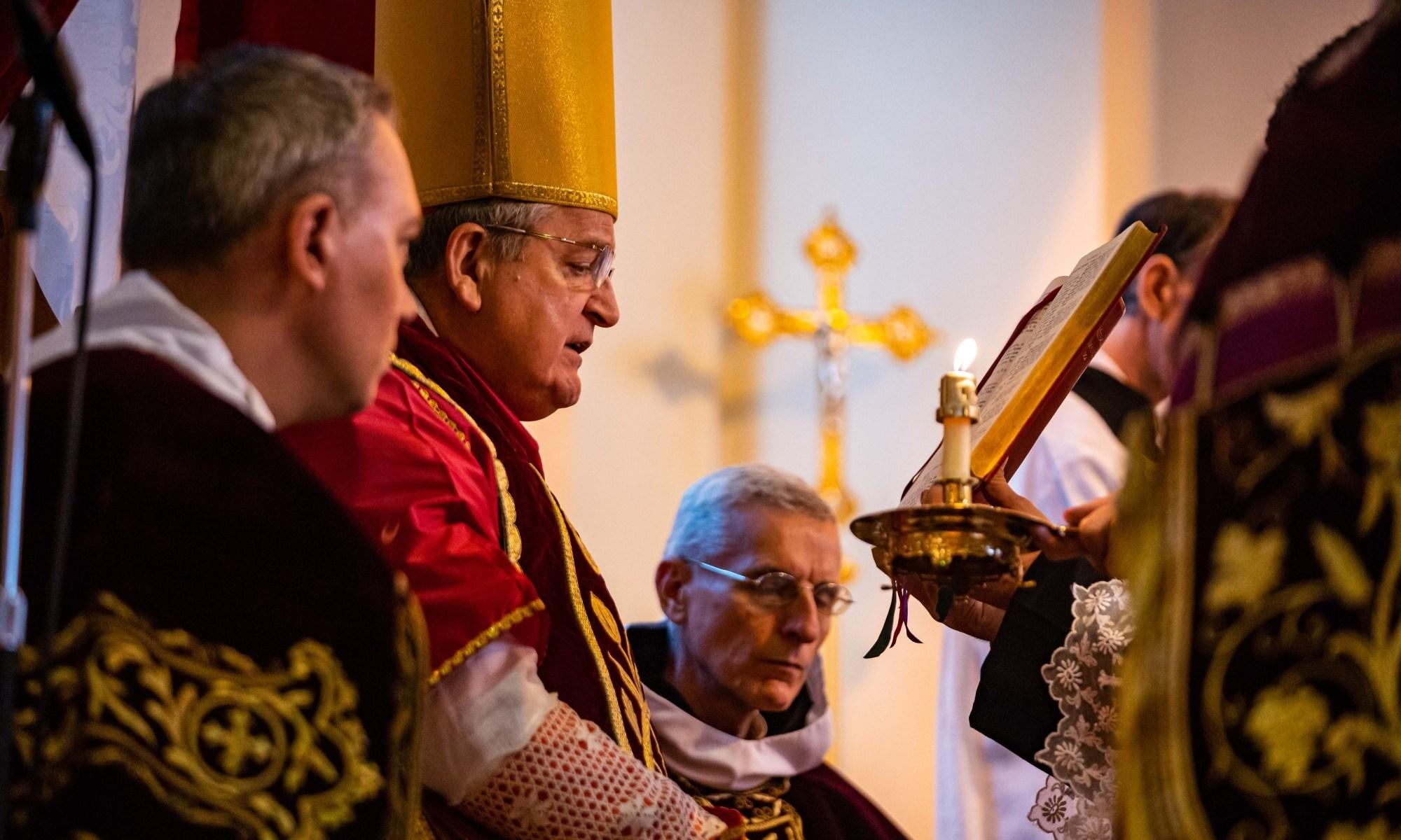 Cardinal Burke Pontifical High Mass 2019