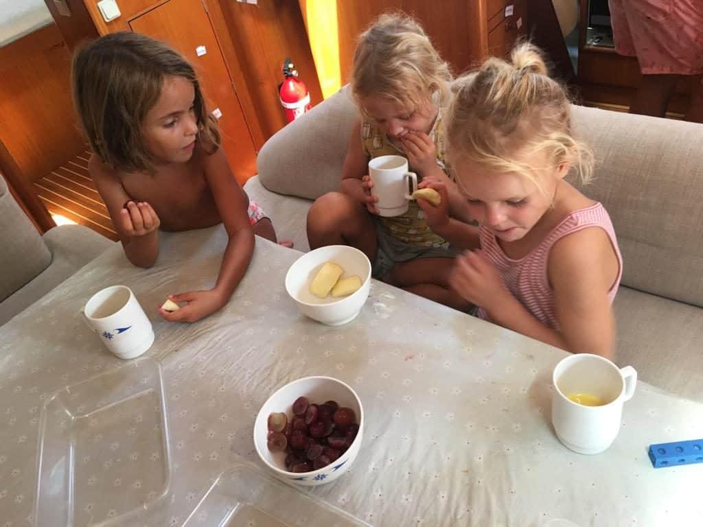 Desayuno de Fruta en el  Saramia
