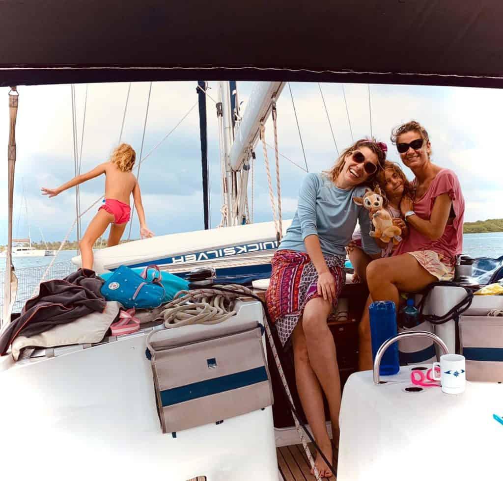 Navegando por el  archipiélago de San Blas.