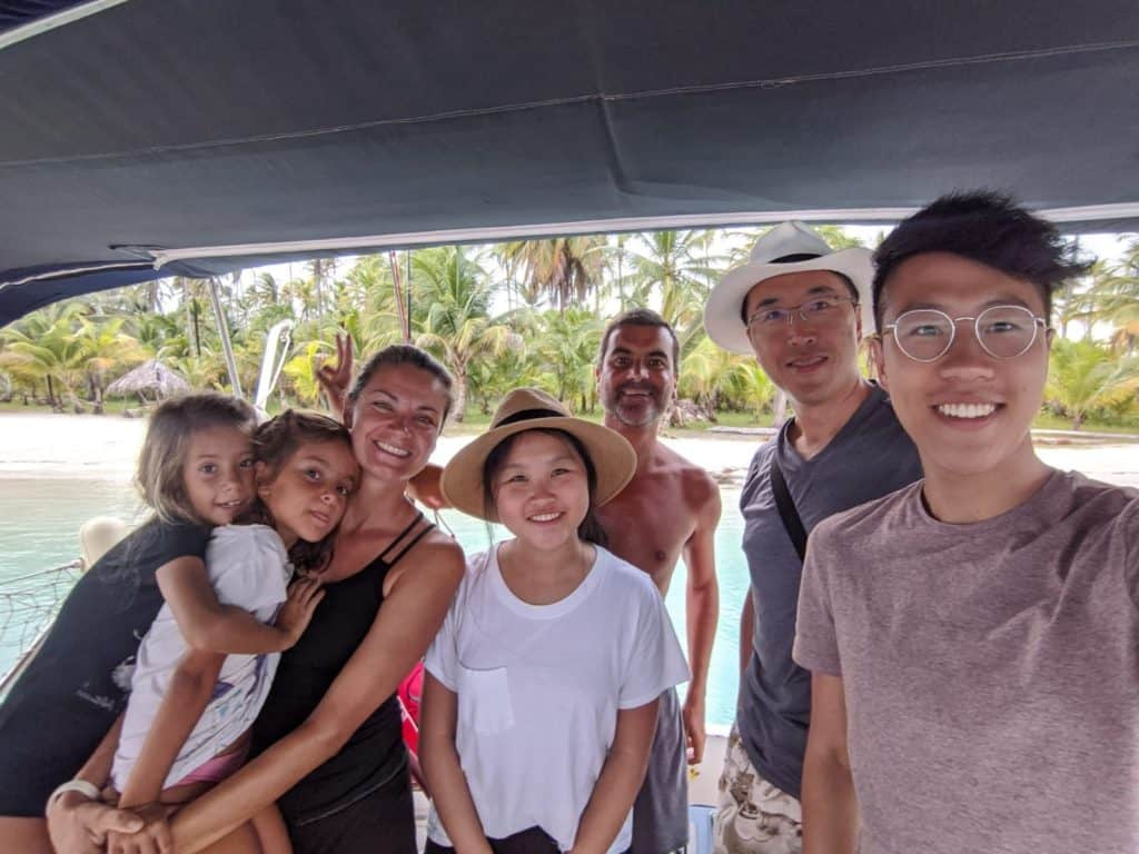 Con Jeff y sus hijos a bordo del Saramia.