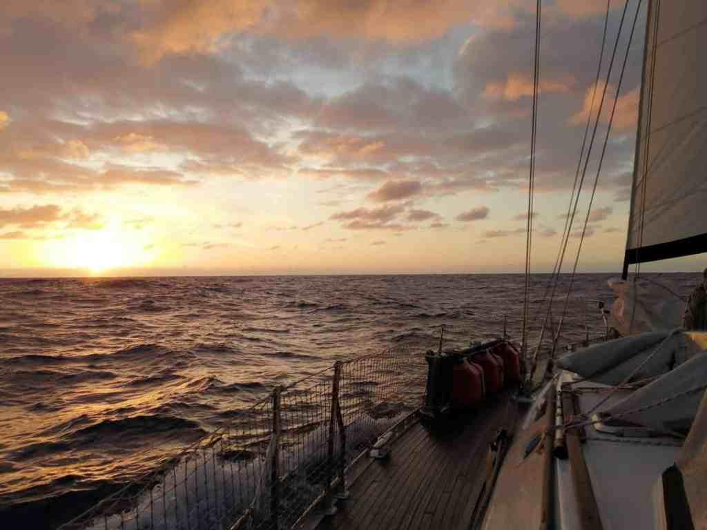 Amanecer de nuestro día 45 de navegación.