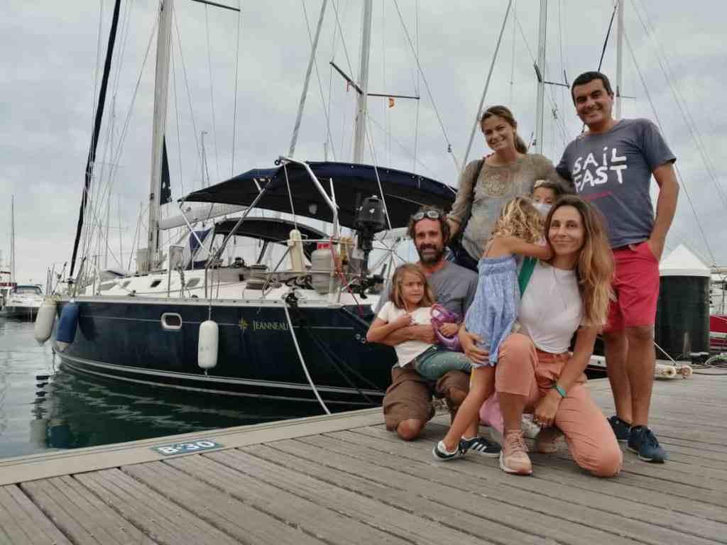 La Familia Saramia y La familia Mola Mola.
