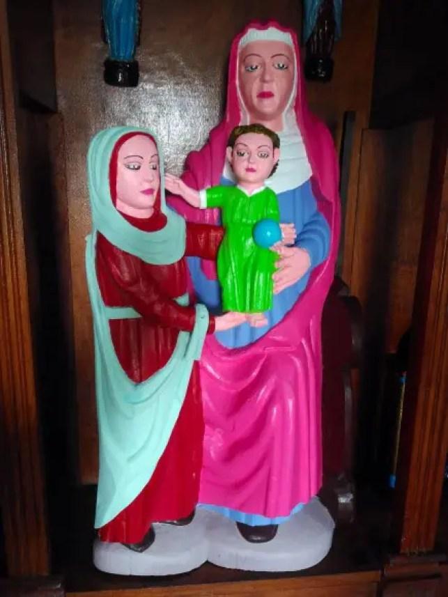 15世紀につくられた木彫りの聖母子像の修復後