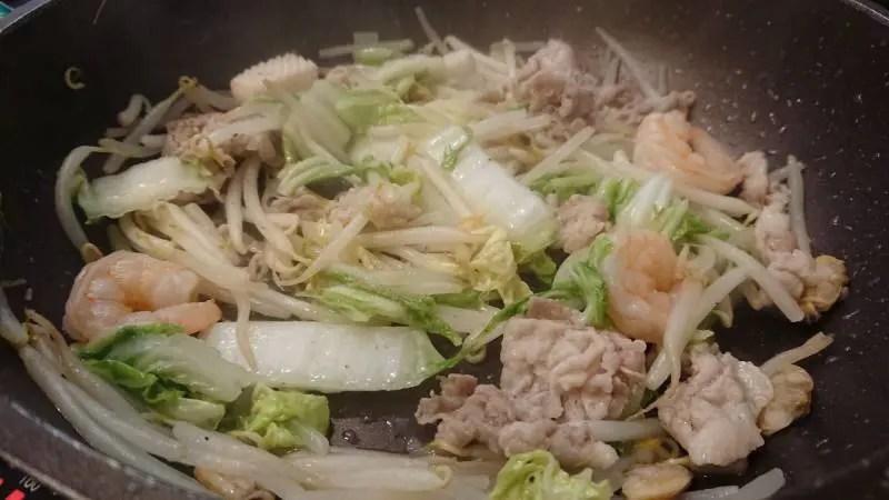 海鮮ウェイパーで海鮮中華丼を作っている画像1