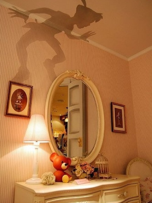 peter-pan-shadow-painted-on-a-bedroom-wall-