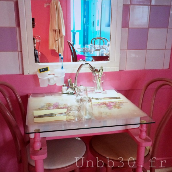 Mamie Bigoude La ROchelle salle de bain rose