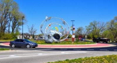 Bend traffic circle art