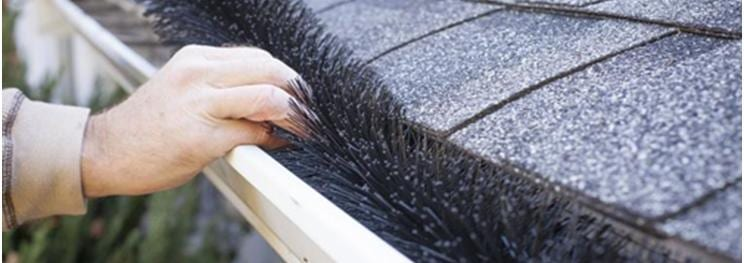 Clean Clogged Gutters in 4 Easy Steps