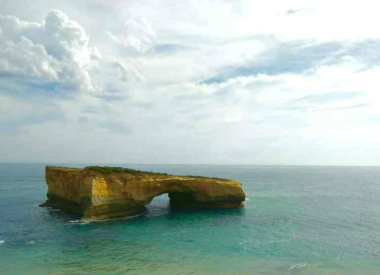 Kelli Harrison and David Darrington London Bridge Island Great Ocean Road Self Drive Itinerary