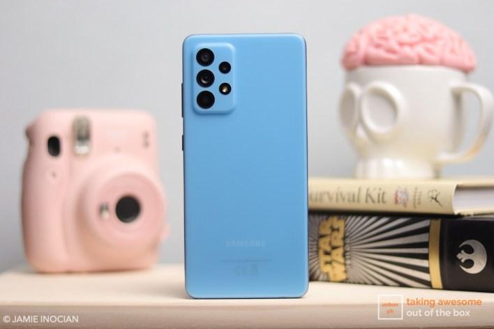 Samsung Galaxy A52 in Amazing Blue