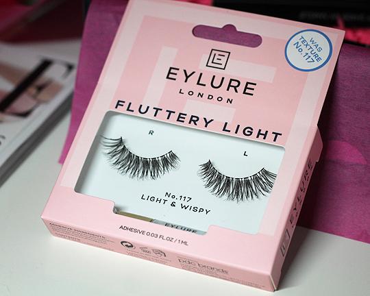 (Eyelure) Fluttery Light Lashes No. 117