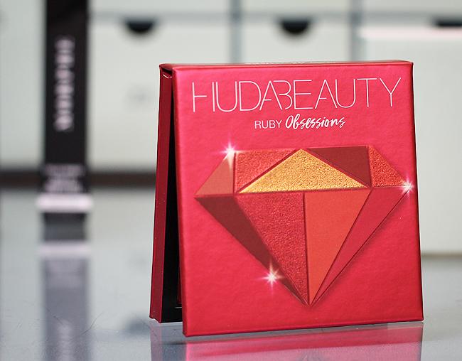 Kästchen 25-3: Huda Beauty Ruby Obsessions Eyeshadow Palette