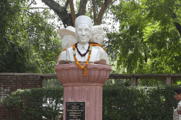 Savarkar's Bust blackening in DU UnBumf