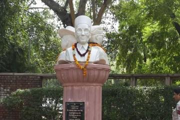 Savarkar's Bust blackening in DU UnBumf
