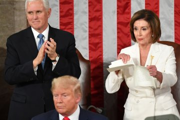 Nancy Pelosi tears up Donald Trump's Speech UnBumf