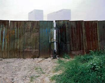Liu-Bolin-Hiding-in-the-City_75-Provisional-Wall-2008