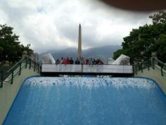 Obelisco en plaza Francia