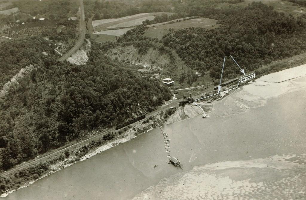 1922 aerial photo looking east