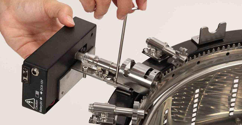 組裝操作教學-馬達盒 電池盒組裝 1300x670-Uncle Roast 夯伯燒烤爐 烤肉架 自動旋轉