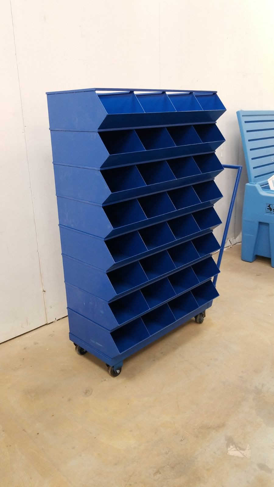 NEW LARGE 32 DRAWER ROLLING PARTS  BOLT BIN CABINET 499