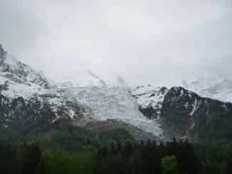 Le Glacier des Bossons, au pied du Mont-Blanc dans la brume, 2014