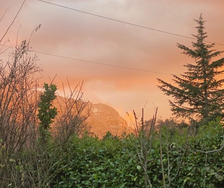 Eerie sunset - (un)Conventional Bookworms - Weekend Wrap-up