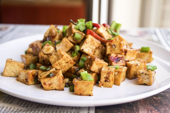 Kung Pao Tofu, Vegan Tofu, Vegan Stirfry, Vegan Chinese, Healthy chinese stirfry, healthy chinese recipe, chinese takeout, tofu, spicy, vegan kung pao, kung pao chicken, vegetarian recipe, vegetarian chinese, healthy dinner, one pan