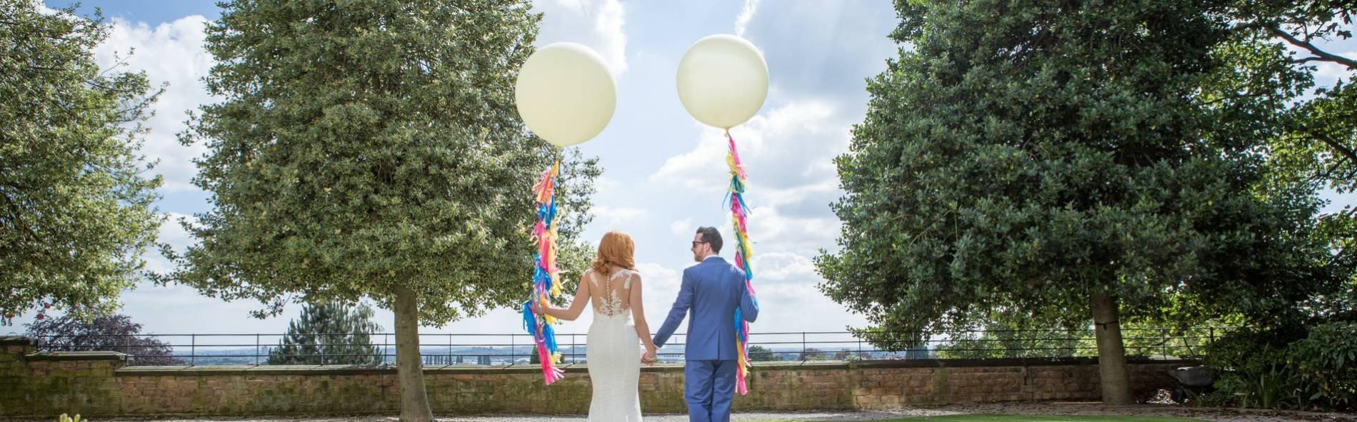 Alternative unconventional wedding - balloons colour