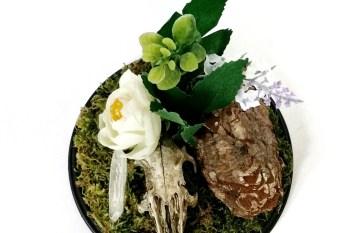 Ossaflores 8 - alternative wedding table centrepieces - unconventional wedding day - skulls
