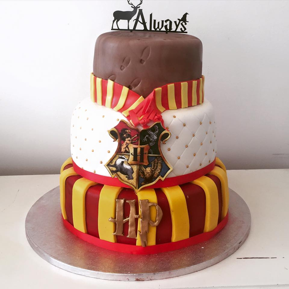 Strawberry cupcakes - custom wedding cake - harry potter - unconventional alternative wedding