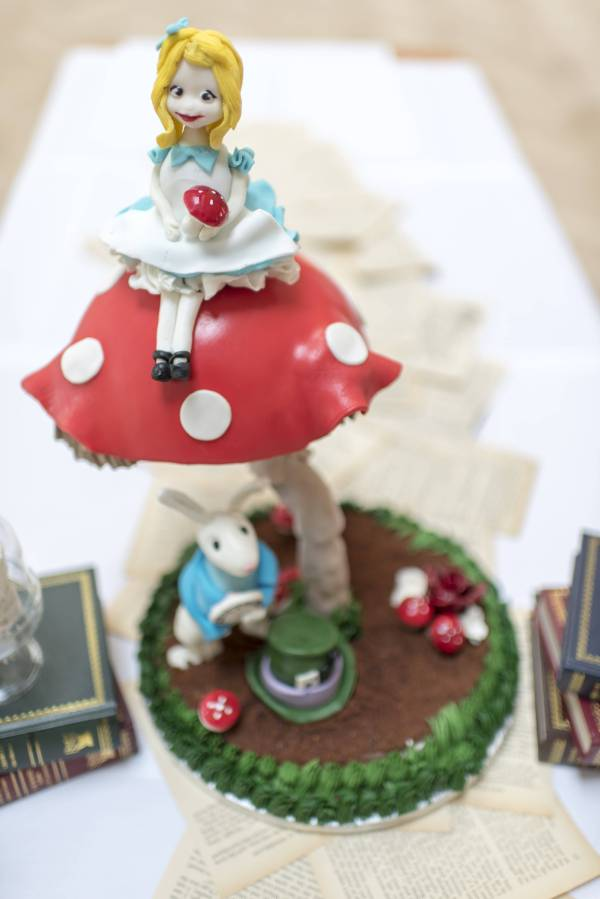Alice in Wonderland wedding inspiration - cake - alternative and unconventional wedding