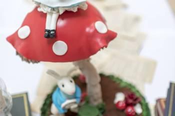 Alice in Wonderland wedding inspiration - cake - alternative and unconventional wedding