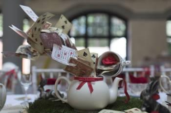 Alice in Wonderland wedding inspiration - exploding teapot - cards - alternative and unconventional wedding