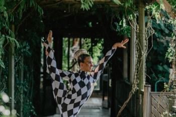 EmilyandGeoff-Nicki Shea Photography-CircusWedding- acrobat