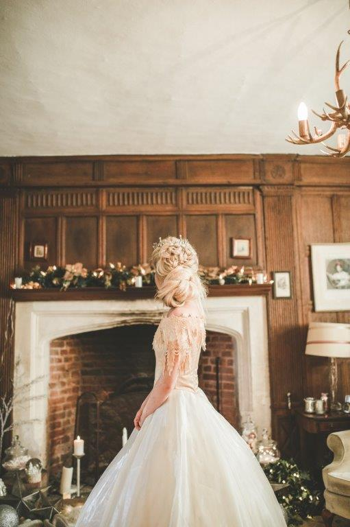 christmas wedding- victoria taylor- laura beresford photography- hair portrait