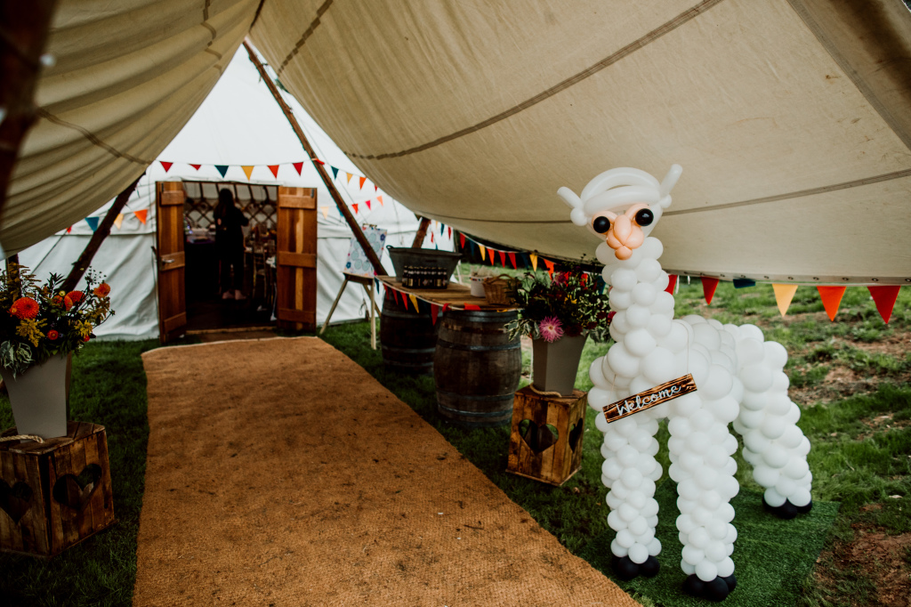 Alpaca Yurt Wedding- Balloon