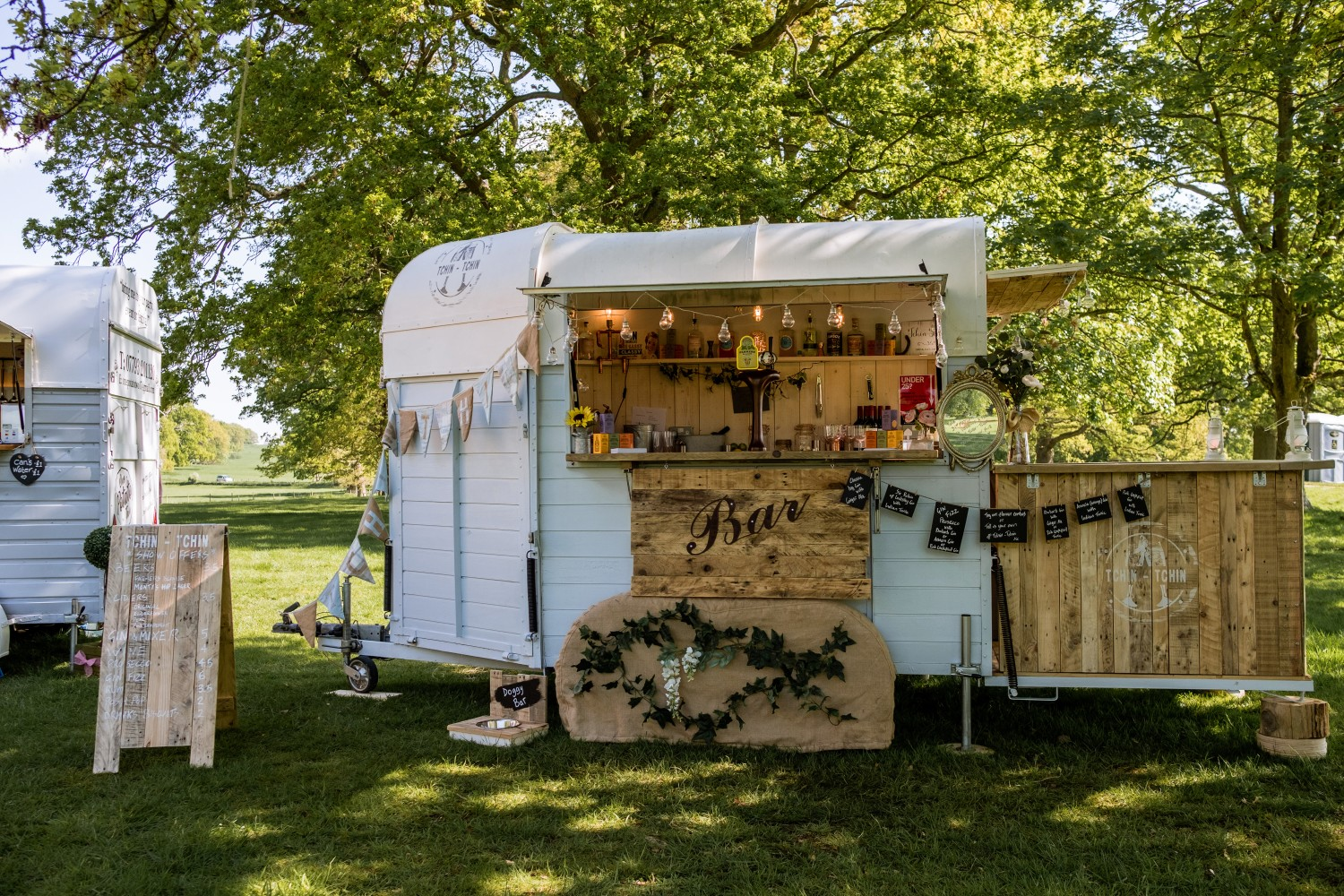 ed brown photography - how to plan a festival wedding - outdoor bar - tchin tchin mobile bar - the unconventional wedding festival (2)