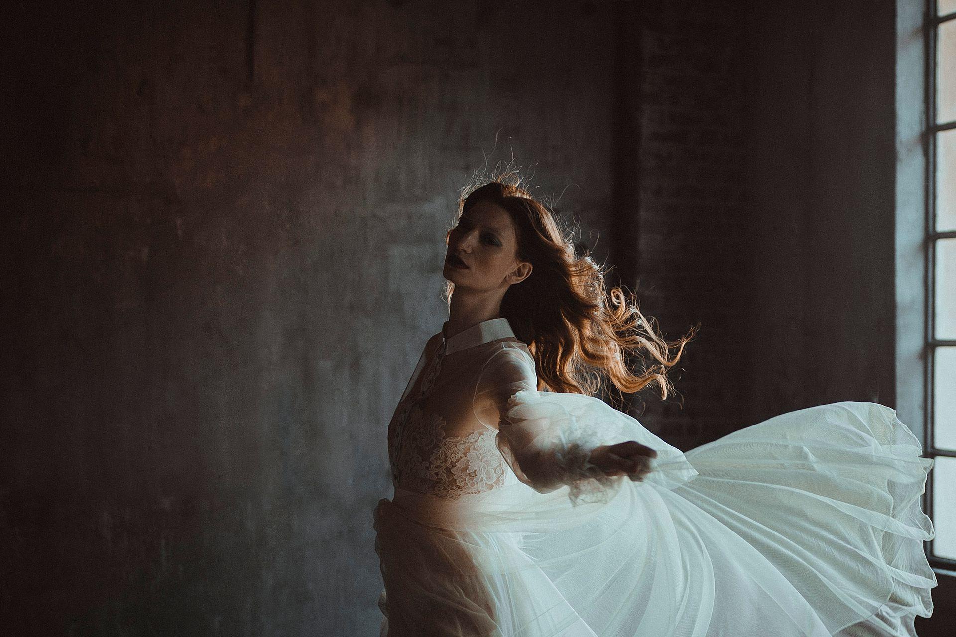 Decadent Wedding Inspiration- Moody Wedding Inspiration- Sudio Fotografico Bacci- Unconventional Wedding- floaty wedding dress- wedding dress model