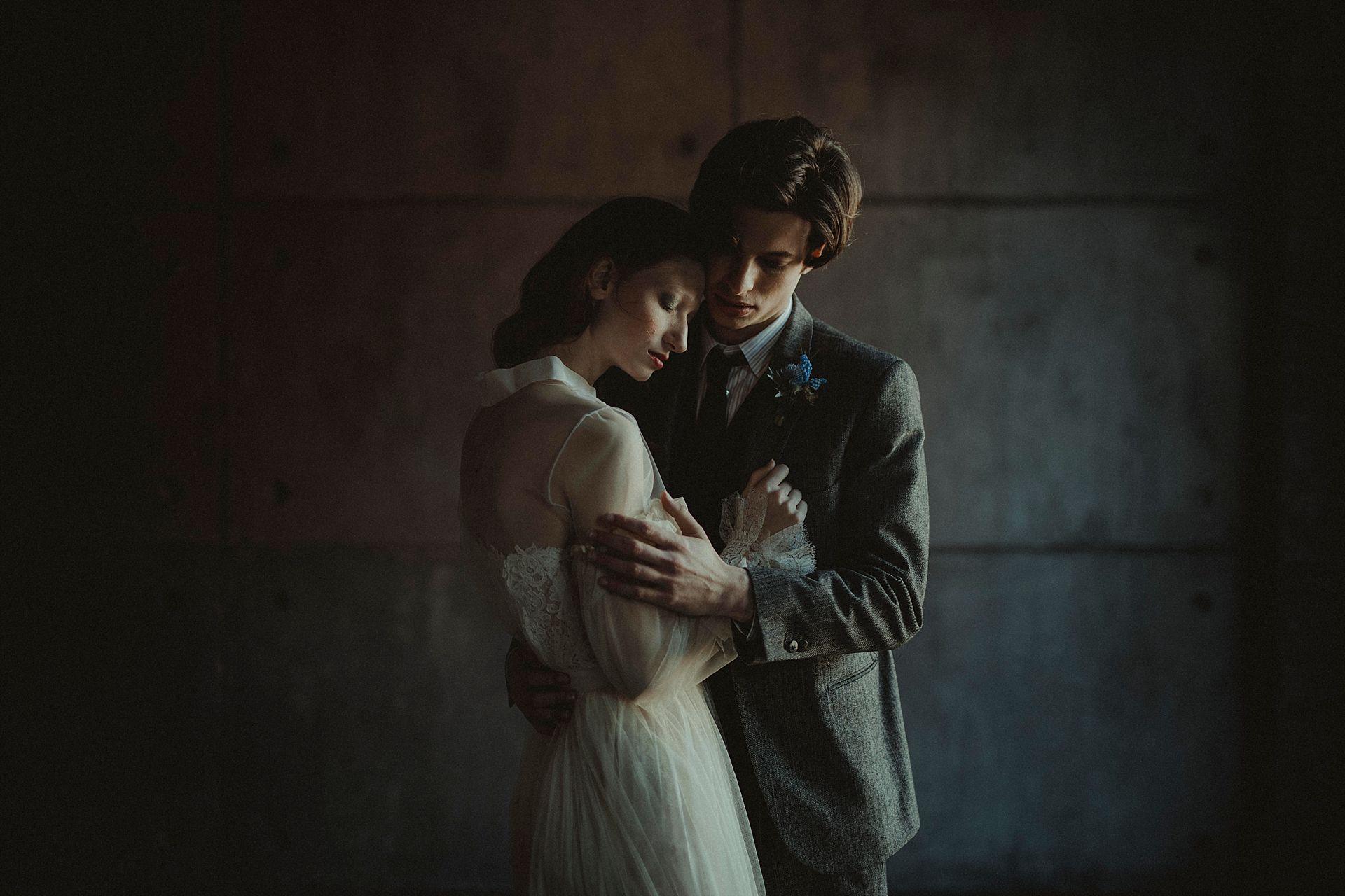 Decadent Wedding Inspiration- Moody Wedding Inspiration- Sudio Fotografico Bacci- Unconventional Wedding- elegant wedding