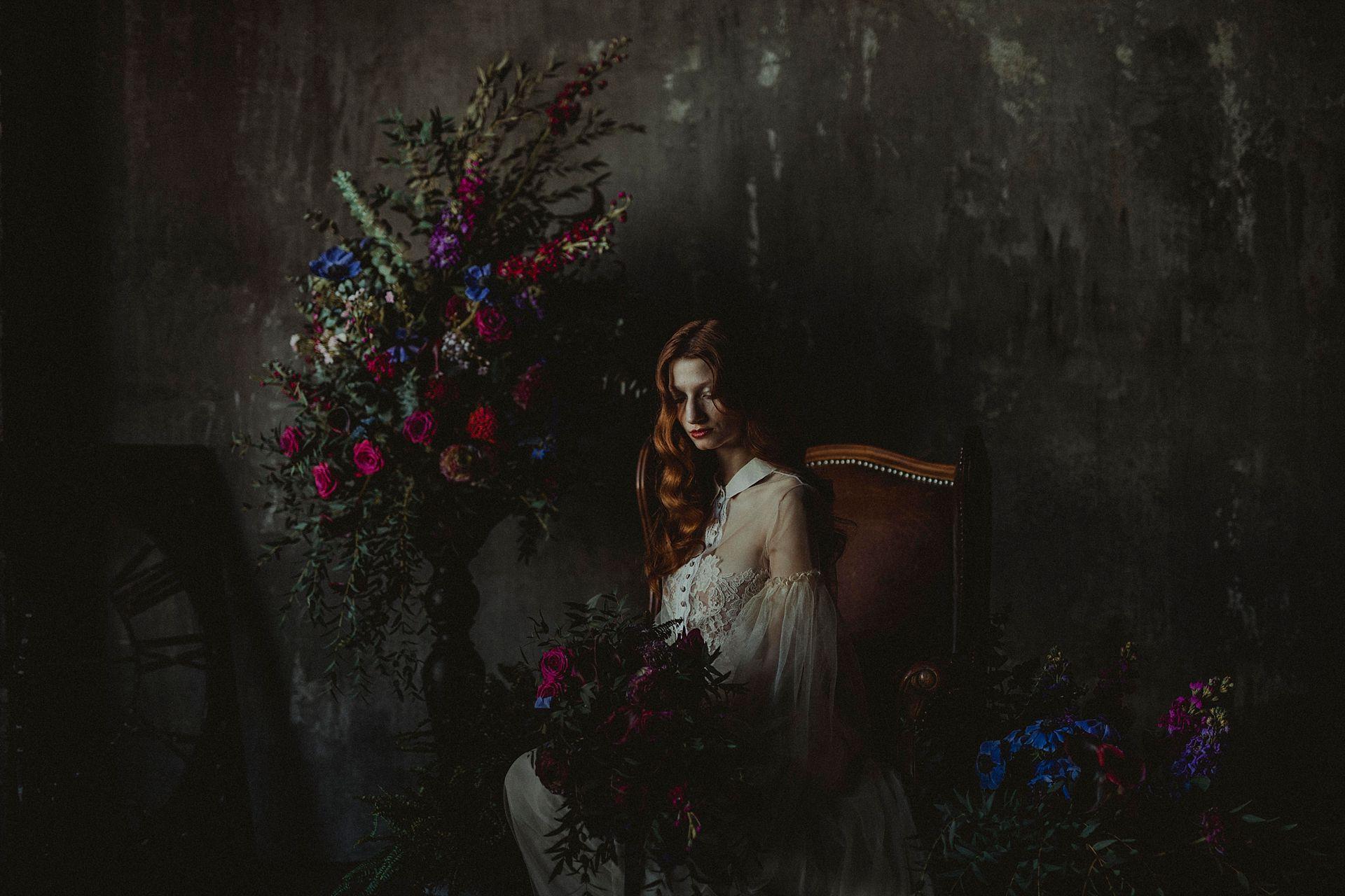 Decadent Wedding Inspiration- Moody Wedding Inspiration- Sudio Fotografico Bacci- Unconventional Wedding- unique wedding flowers- dark wedding photography