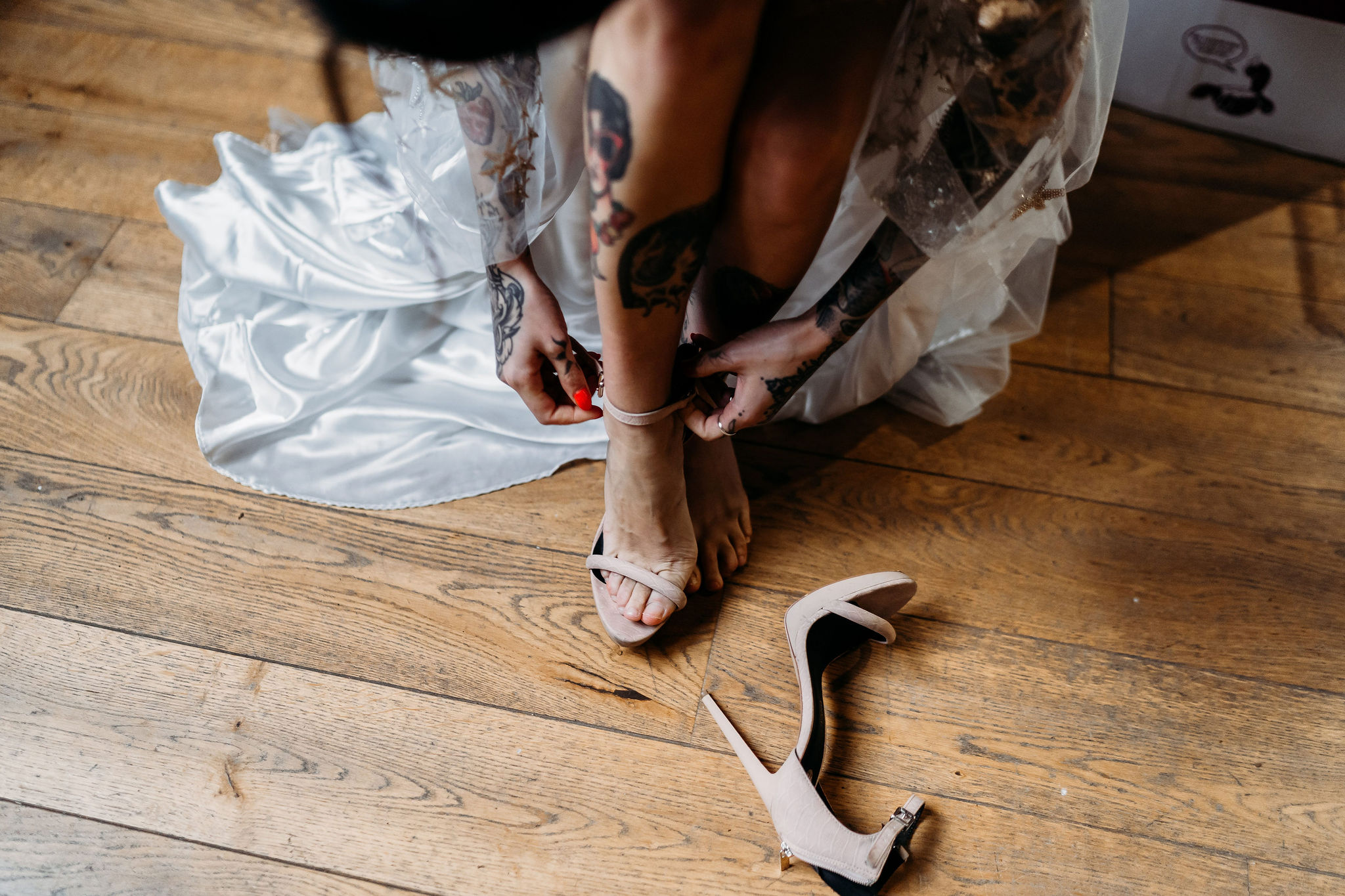 Leesha Williams Photography- Unconventional Wedding- Celestial Wedding Inspiration- alternative wedding- bride putting on shoes