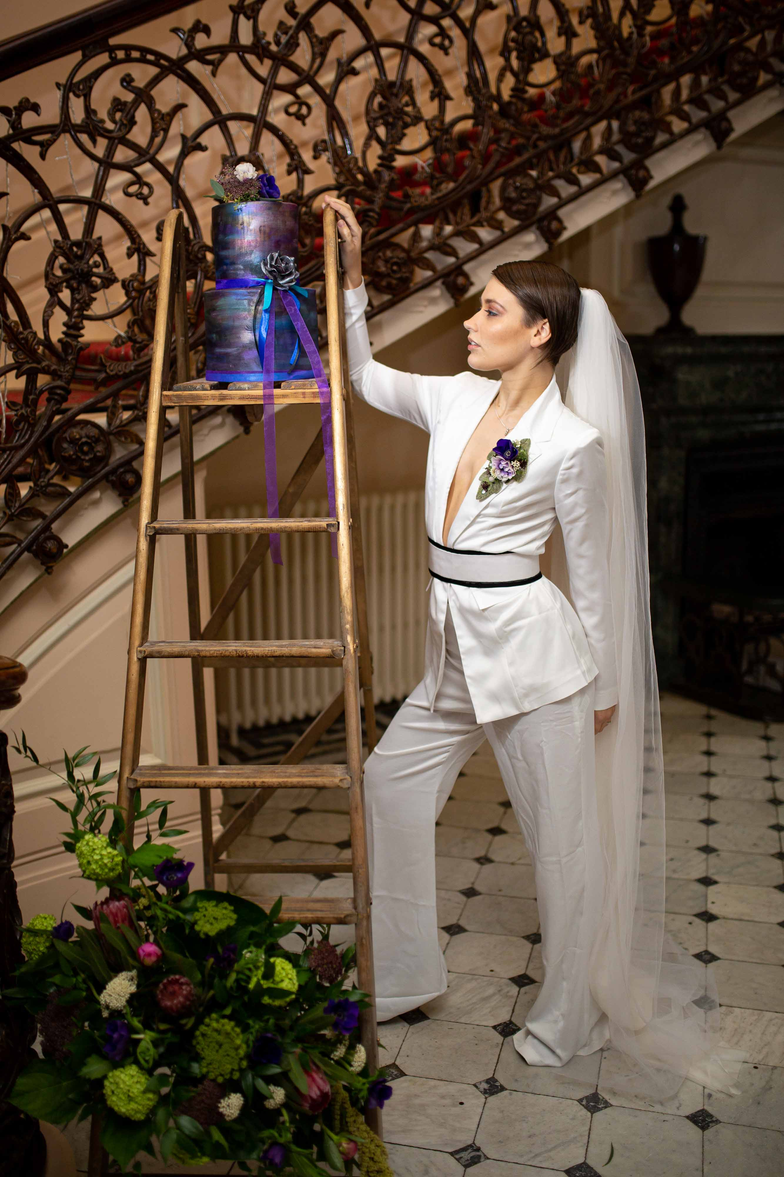 iconic wedding looks- music themed wedding- unconventional wedding- alternative wedding- alternative bridalwear- womens wedding suit- annie lennox style- unique wedding cake
