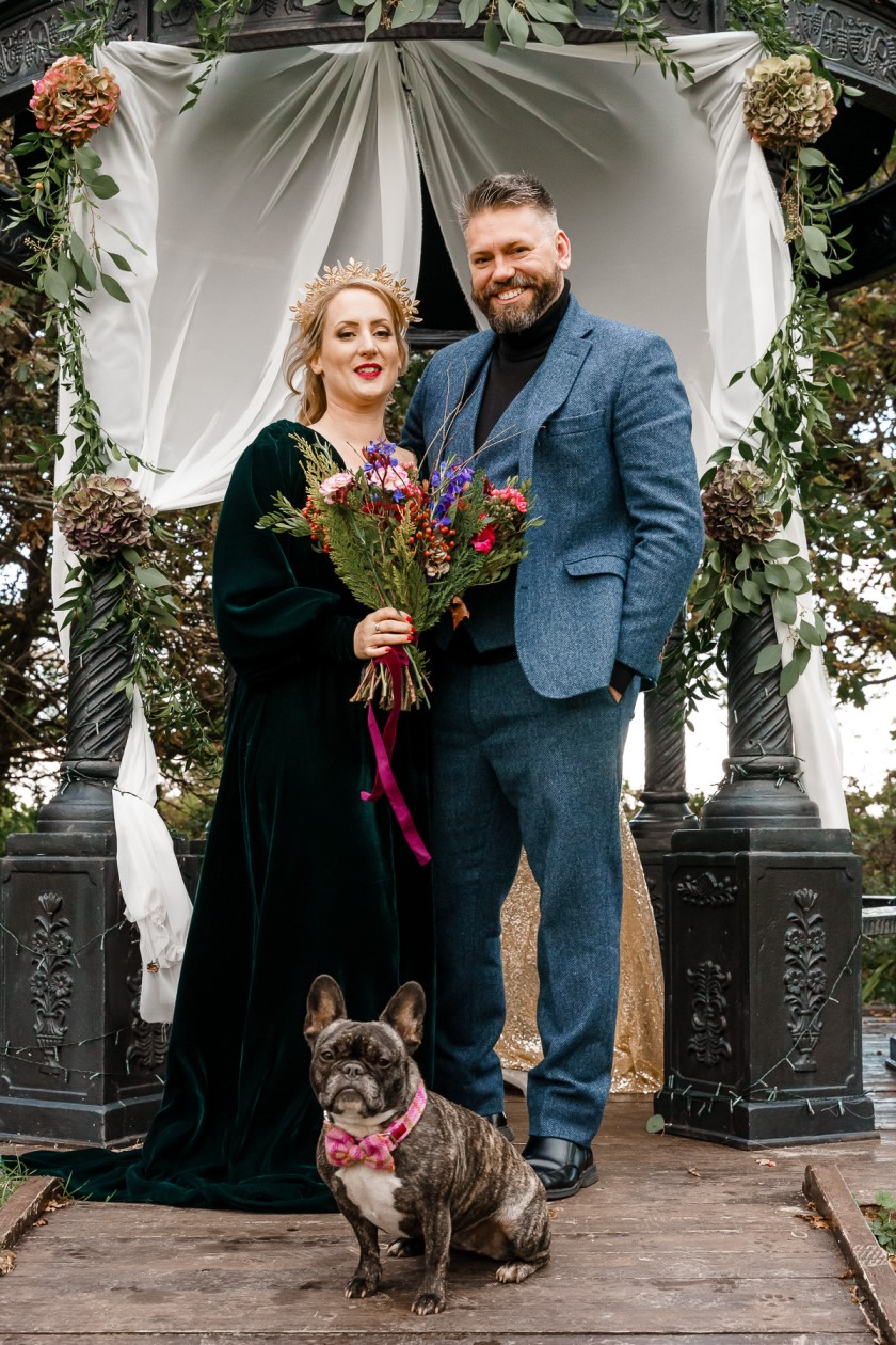 dog friendly wedding- dogs at weddings- katherine and her camera- dog wedding accessories-unconventional wedding- wedding planning advice- pets at weddings- wedding photo with dog-2