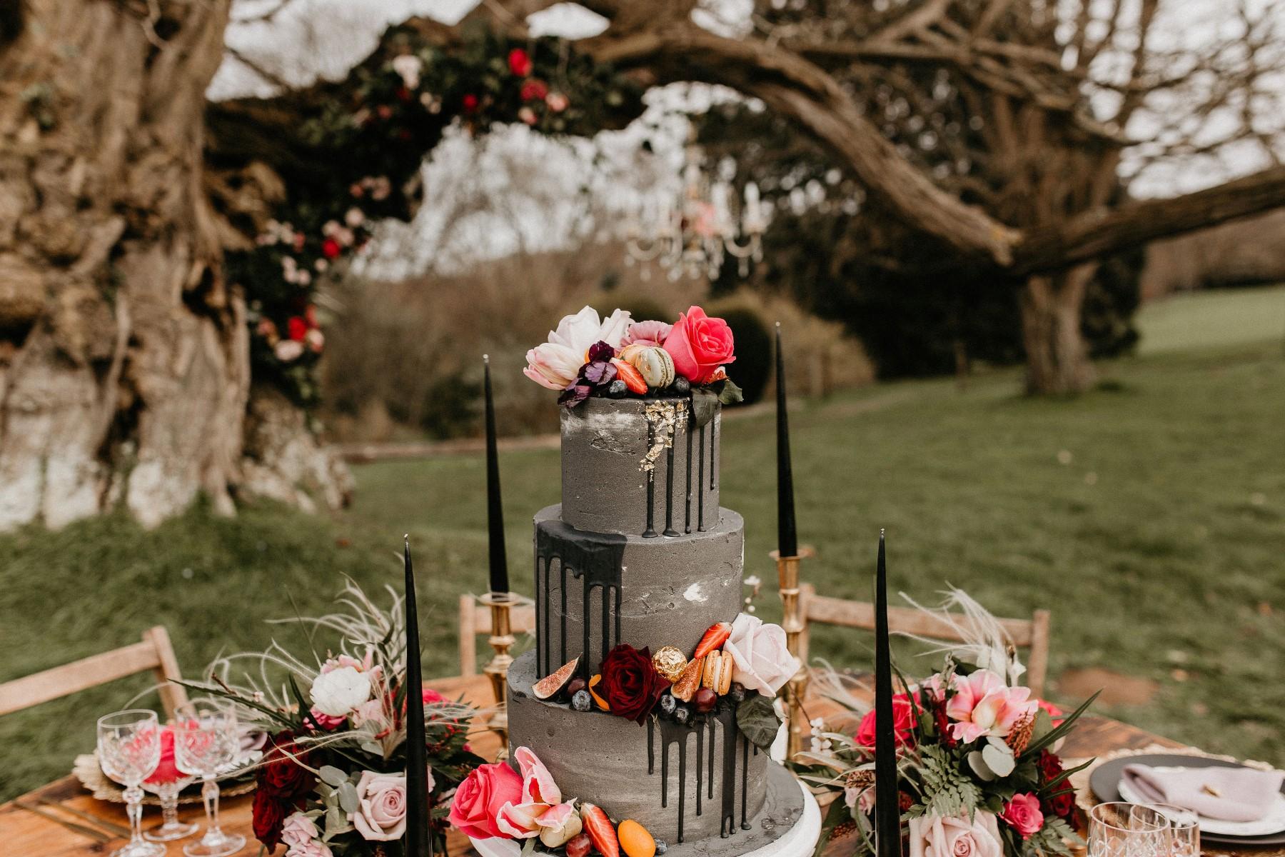 romantic woodland wedding - whimsical wedding- shakespeare wedding- unconventional wedding- grey wedding cake- unique wedding cake