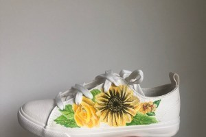 Gamusino designs - hand painted bridal shoes with sunflower floral detail and leaves