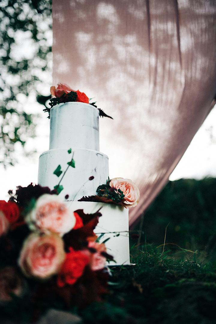 simple wedding cake - white wedding cake with pink flowers - minimalist wedding cake